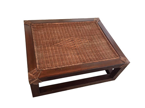 Mesa de living en madera y rattan