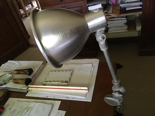 Lámpara para mesa de trabajo regulable