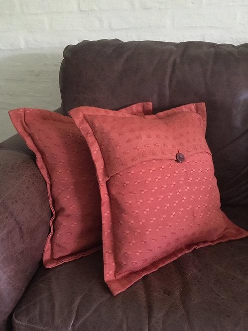 Dos almohadones - fundas color terracota