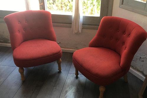 Butacas estructura madera y tapizado botoné color rojo