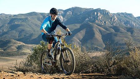 yamaha_ydx-torc_scene_riding-hilltop-mou