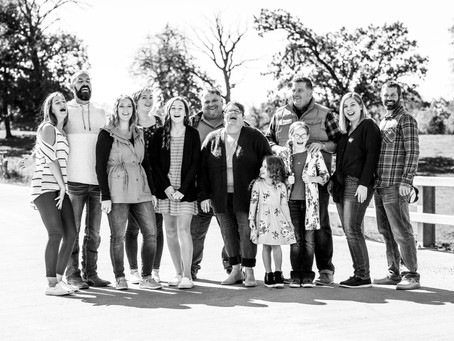7 Reasons to Schedule Family Photos