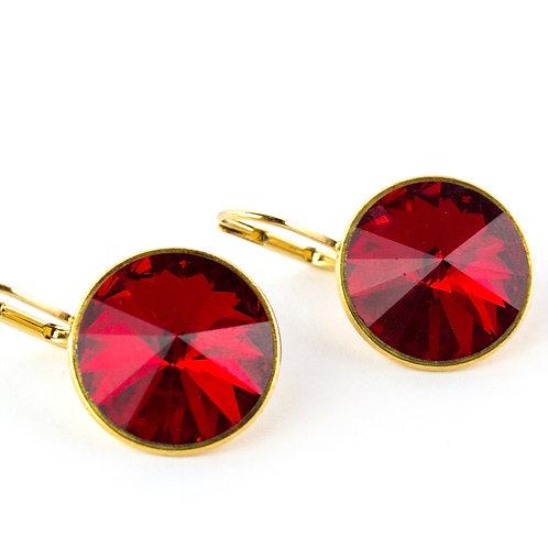 Brinco dourado redondo com cristal vermelho