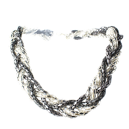 Colar de correntes em tons de prata