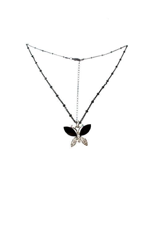 Colar preto com borboleta