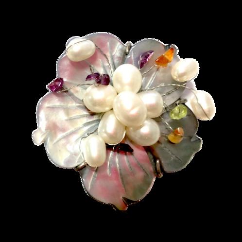 Broche de flor madrepérola