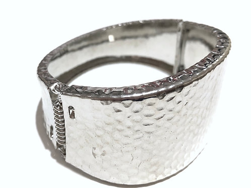 Bracelete em prata batida