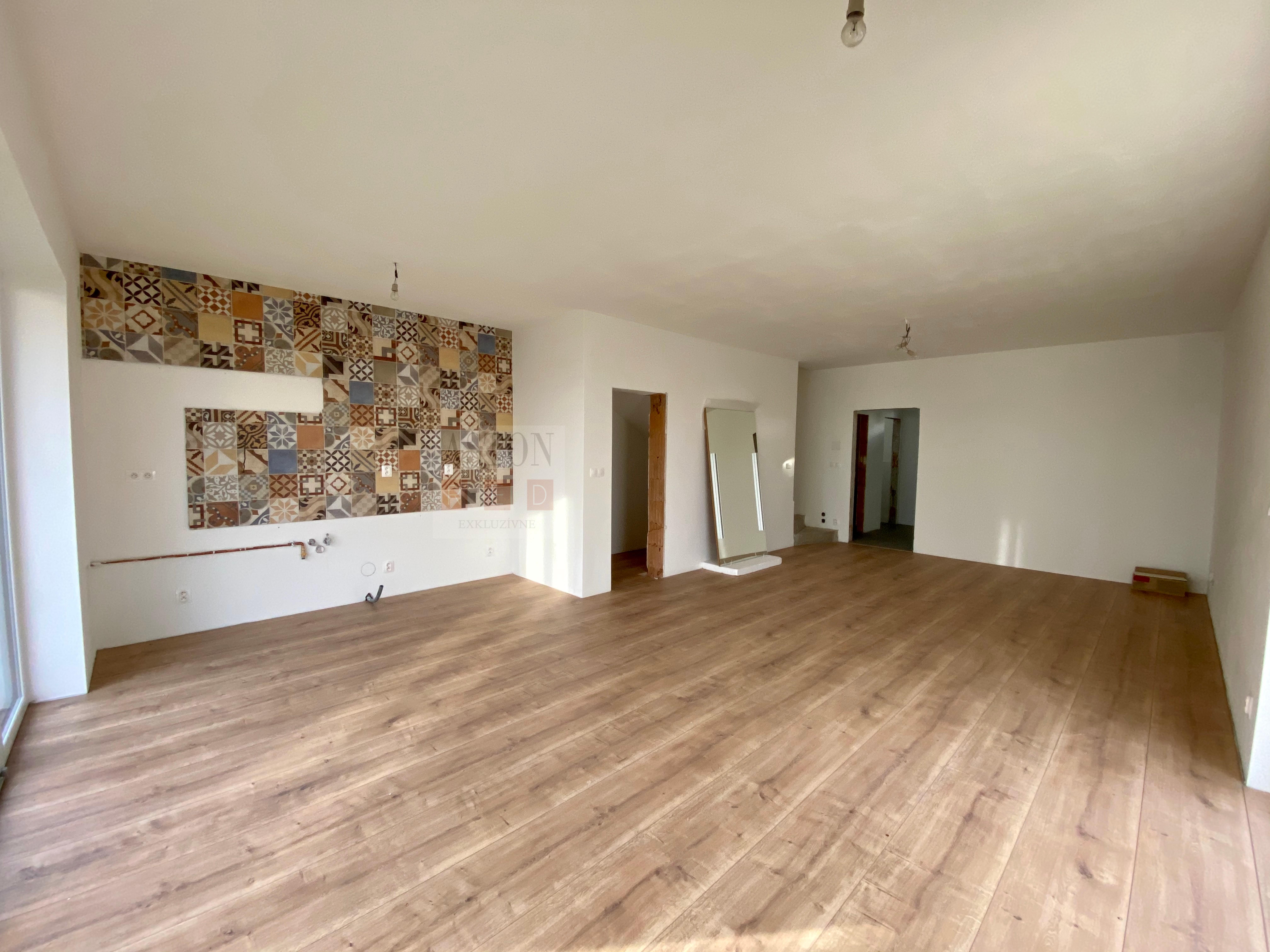 obývacia izba, jedáleň, kuch. kút