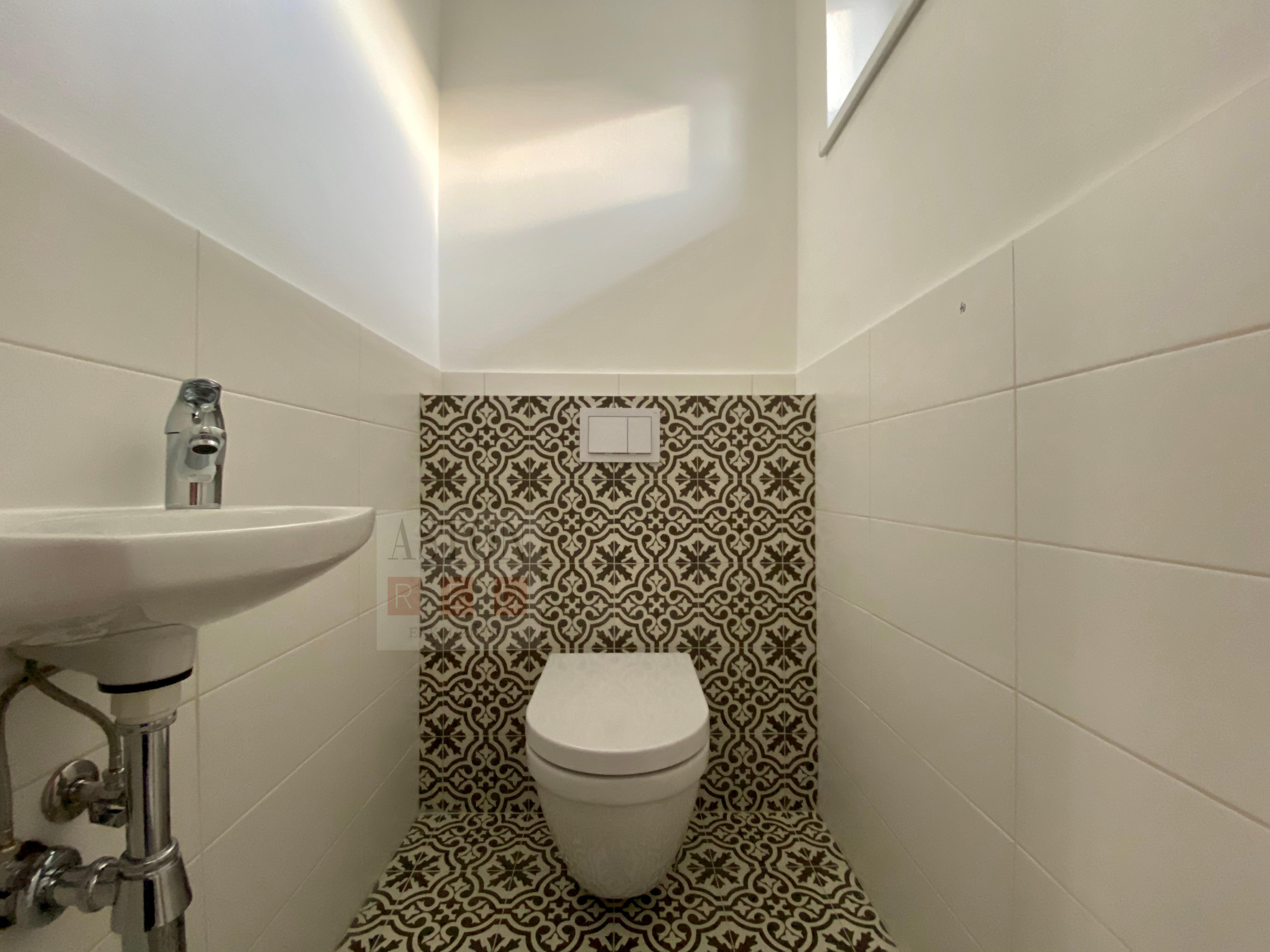 samost. WC na I.NP