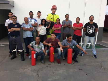 Segundo dia de treinamento de brigada de incêndio Casas Bahia/ Via Varejo