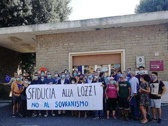 In Piazza di Cinecittà per chiedere insieme le dimissioni di Monica Lozzi