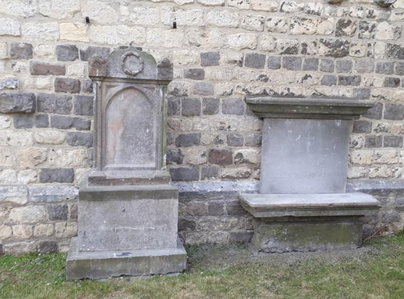 Les pierres tombales