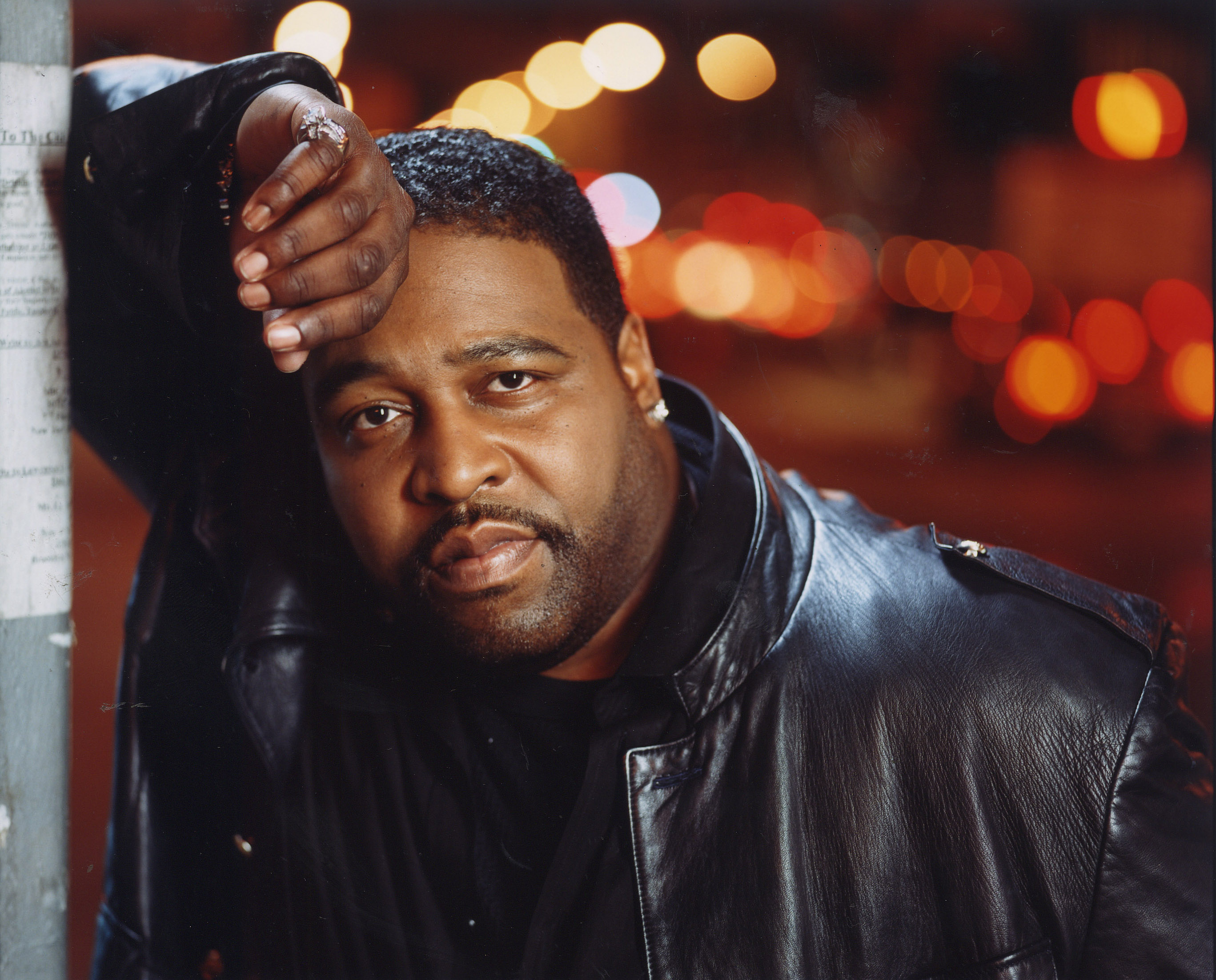 gerald-levert-leaning-on-wall