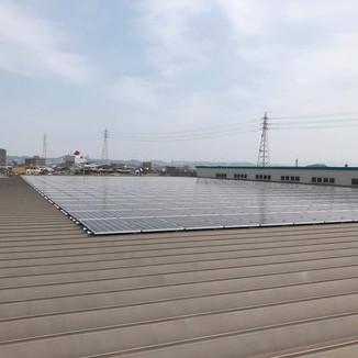 トレンズ古国府店 太陽電池容量:227.52kW 年間予測発電量:257,856kWh