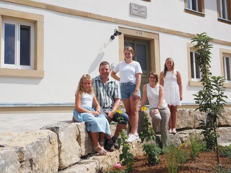 Die Familie Schnaz freut sich auf Ihr Kommen