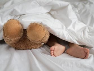 Ήρθε η ώρα να κοιμήσετε τα παιδιά σας; Shhh ... θα σας δώσουμε μερικές πρακτικές συμβουλές!
