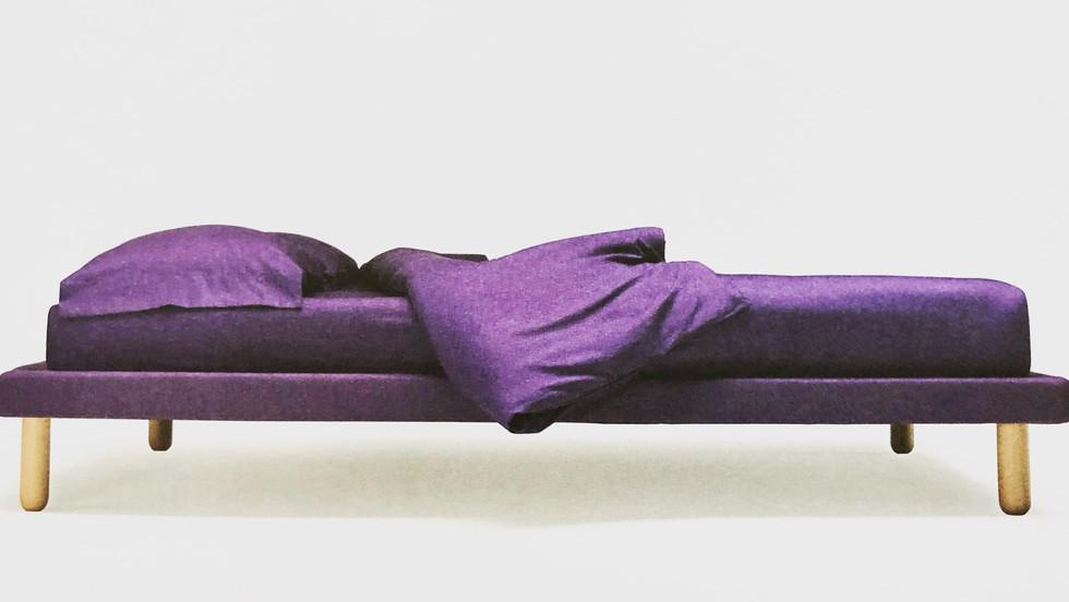 μονό κρεβάτι ντυμένο πλατφόρμα με ανατομικό τελάρο