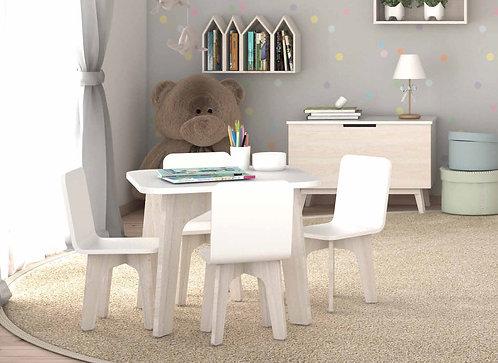 παιδική τραπεζαρία με ξύλινο τραπέζι και καρέκλες σε πολλά χρώματα.