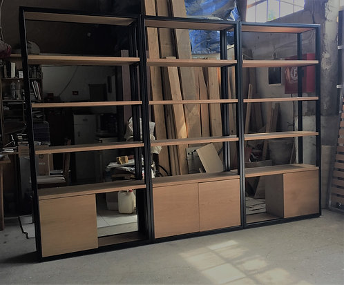 κατασκευή βιβλιοθήκης από ξύλο και μέταλλο σε ειδικά μέτρα Πελάτη