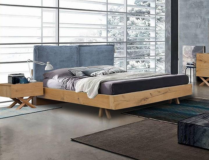 Μασίφ ξύλινο κρεβάτι ελληνικής παραγωγής με ντυμένο κεφαλάρι