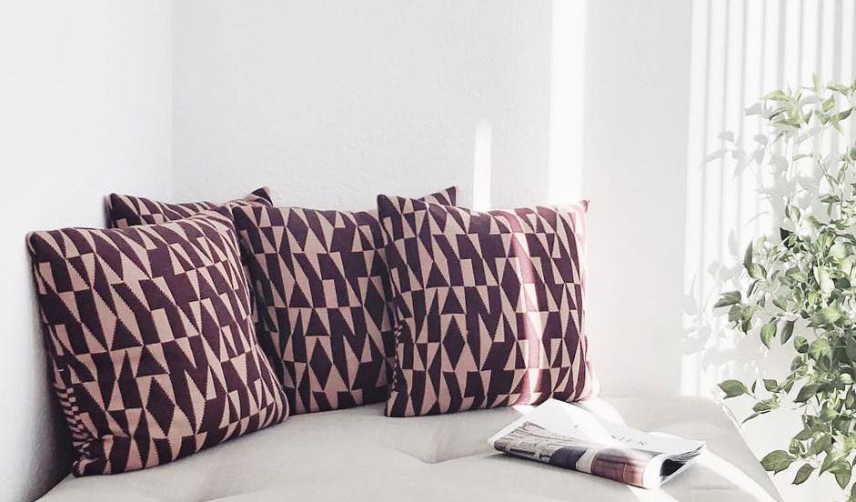 σκαμπώ-ανάκλινδρο με στρώμα φουτόν σε πολλά χρώματα υφασμάτων και ξύλου