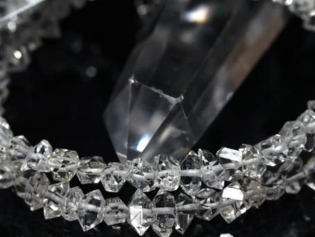 【美しい粒の秘密 ハーキマーダイヤモンド】