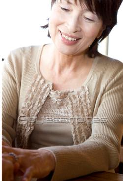 女性人物笑顔