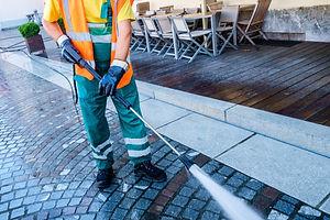 Men presure cleaning