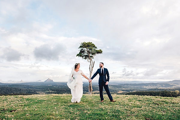 sunshine coast wedding photographer, queensland wedding photographer, australia wedding photographer, maleny, one tree hill, bridal photoshoot, veil, veil photos, mountain, view, pregnant, bride, groom, ring, kiss