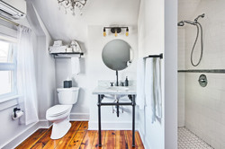 Suite 5 bathroom wide