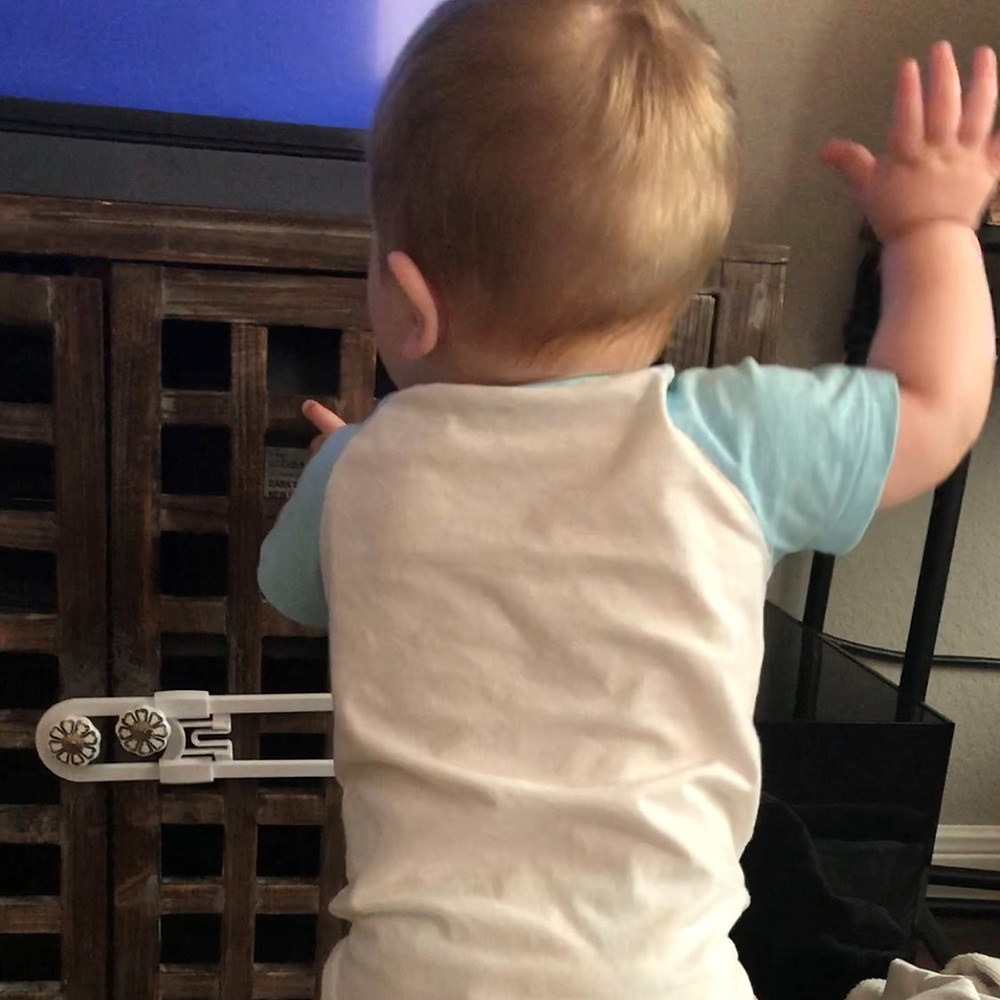 Finn had the most epic bounce dance that often included the right hand bounce along too. ENJOY.