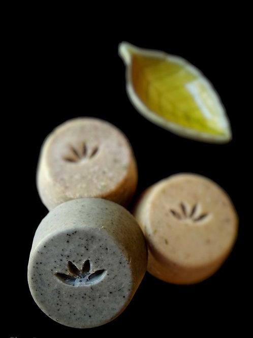 Jabon Facial con Leche de Almendras, carbón activado, aceites de oliva y coco