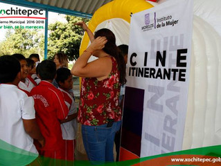 Lleva Instancia de la Mujer cine itinerante a escuelas del municipio