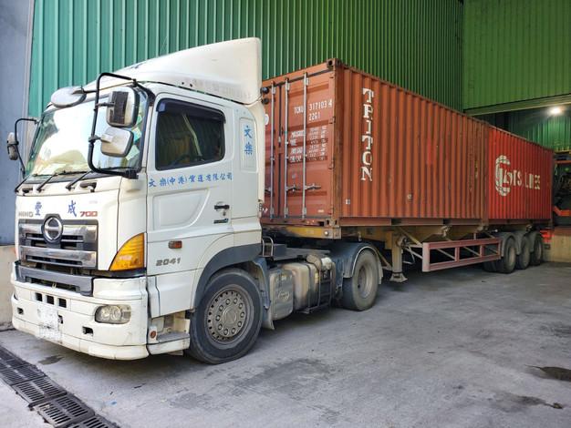 中港物流運輸卡車