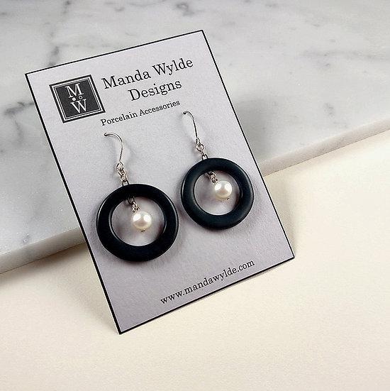 Nouveau Earrings in Black