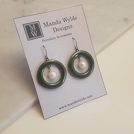 Nouveau Natural Earrings in Brilliant Moss