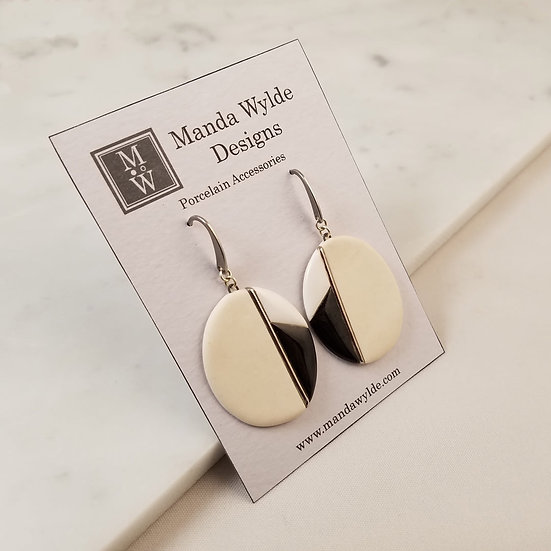 Moderna Earrings in White and Platinum