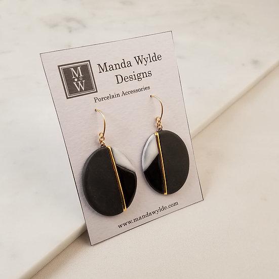 Moderna Earrings in Black and Gold
