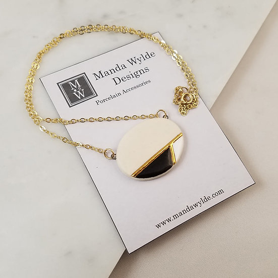 Moderna Necklace in White and Gold