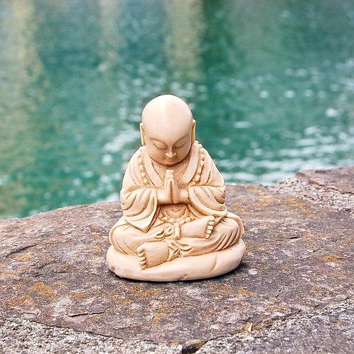 Kleiner Mönch, elfenbeinfarben aus Kunstharz, ca. 11 cm hoch