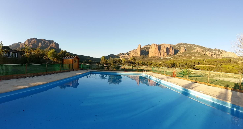 piscina de verano en el Camping Armalygal en Aragon Murillo de Gallego