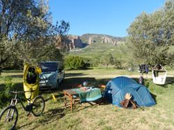 acampar frente a los Mallos de Riglos. Disfruta de tus pasiones: bicicleta, escalada, kayak aguas sa