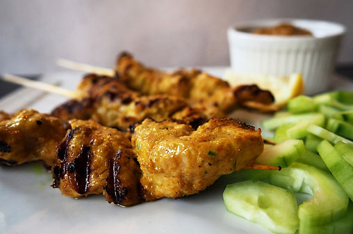 Satay skewers and peaut butter sauce