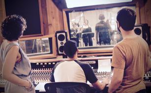 RAISE in recording studio _What's Up_.jp