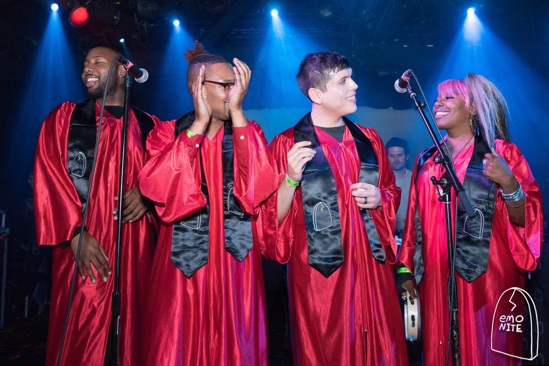 RAISE EmoNite - metallic red robes