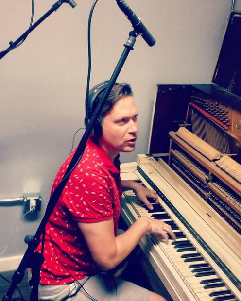 CW at piano BMG TJH .jpg
