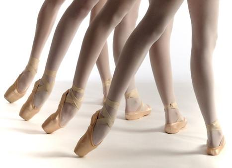 Атласные туфельки и стальные носки