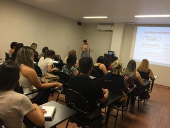Palestra da Dra Adriane Orro sobre a importância da formação de profissionais.