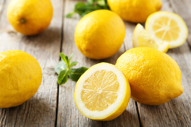 BEST USES FOR LEMONS AND LEMON JUICE : CLEANING, FRESHENING, AND MORE
