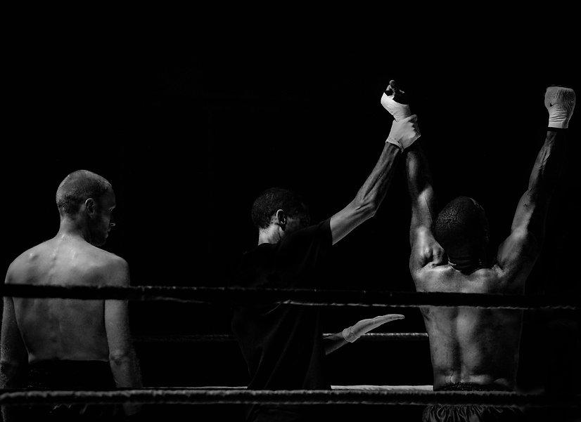 Photo de boxeurs en noir et blac